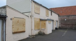 2014-02-28_3_impasse_Leclercq_Calais_boarded_up_after_illegal_eviction-400x217