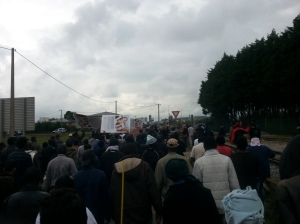 500 Migrants March to Calais City Hall