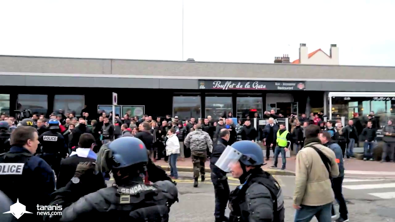 Pegida and Police fight in Calais!